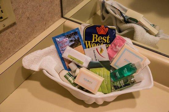 BEST WESTERN PLUS Cavalier Oceanfront Resort : Bathroom amenities