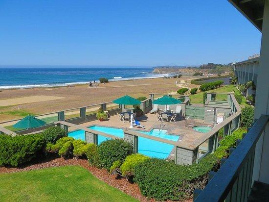 BEST WESTERN PLUS Cavalier Oceanfront Resort : View from room