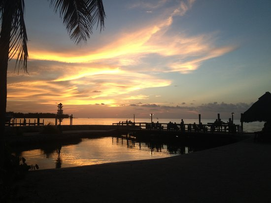 Coral Bay Resort: Sunset over the lagoon