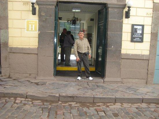 Casa Andina Classic Cusco Koricancha: En la entrada del hotel koricancha