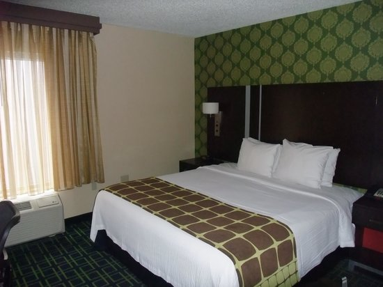 Fairfield Inn & Suites Washington, DC/Downtown: Lit spacieux