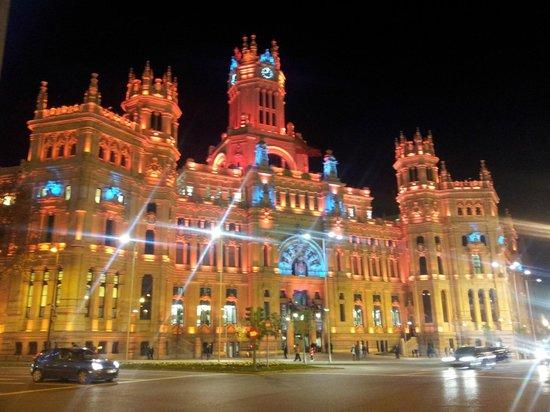 Azul rojo picture of palacio de cibeles madrid for Edificio correos madrid