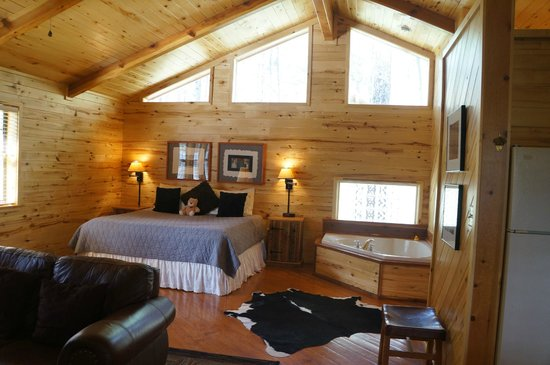 Ruidoso Lodge Cabins: the room