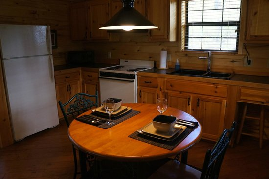 Ruidoso Lodge Cabins: kitchen