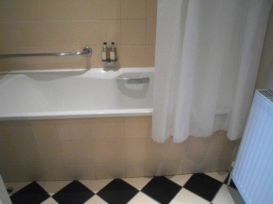 The Bonham: bathroom