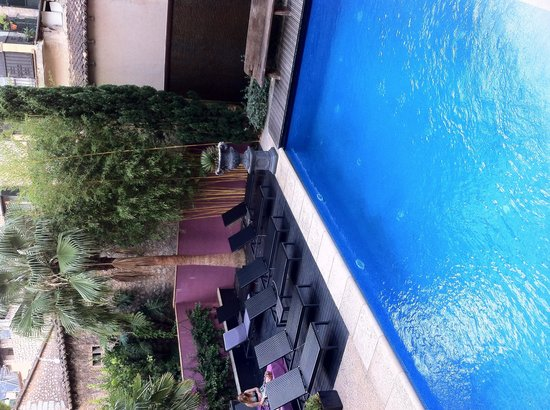 Hotel L'Avenida: Corner of the pool