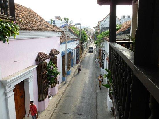 Makako Chill Out Hostel: vista desde le balcon a la calle del Hostel