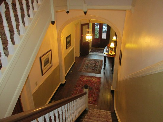 Rachael's Dowry Bed and Breakfast: Stairwell