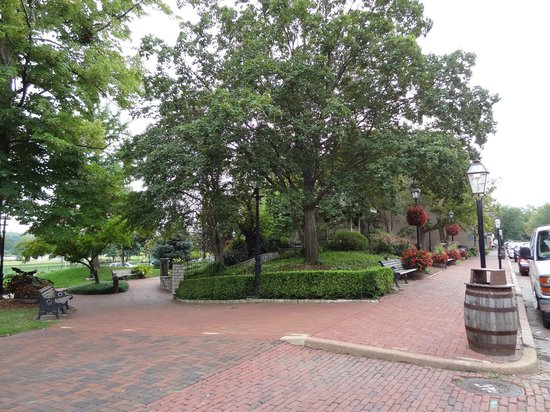 St. Charles Historic District: Main Street, St. Charles