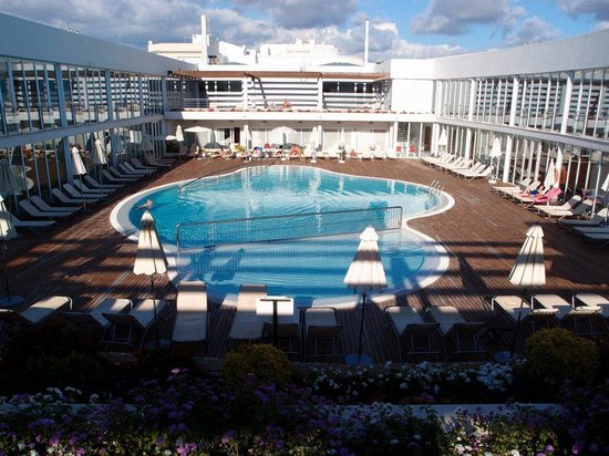 Port Ciutadella: The pool