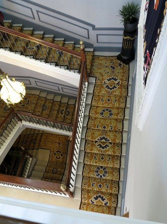 Hotel Palacio Guendulain: Beautiful staircase