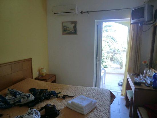 Manolis Apartments : La chambre