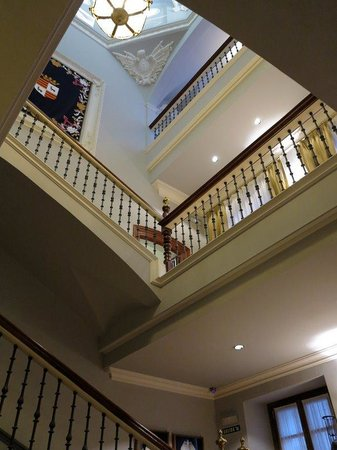 Hotel Palacio Guendulain: The staircase