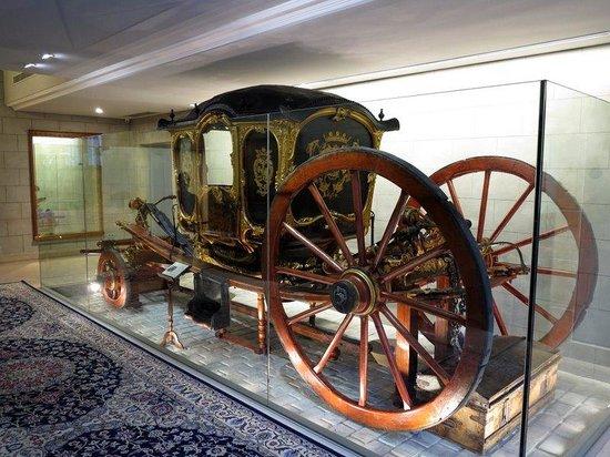 Hotel Palacio Guendulain: Carriage collection