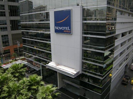 Novotel Bangkok Ploenchit Sukhumvit : Vue du BTS