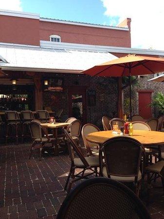 Great Outdoors Restaurant : patio door to the restaurant