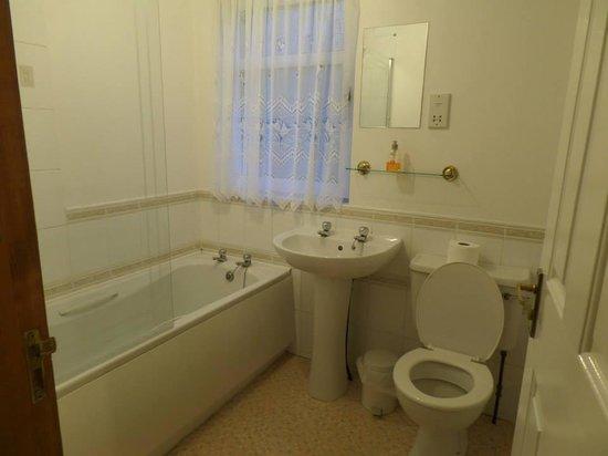 Corries B & B: very clean toilet