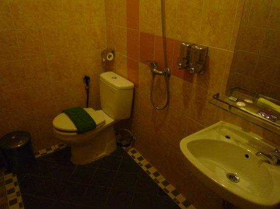 Twins Hotel: バスルーム