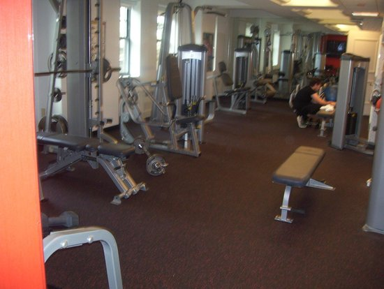 Warwick Hotel Rittenhouse Square: gym-weights area