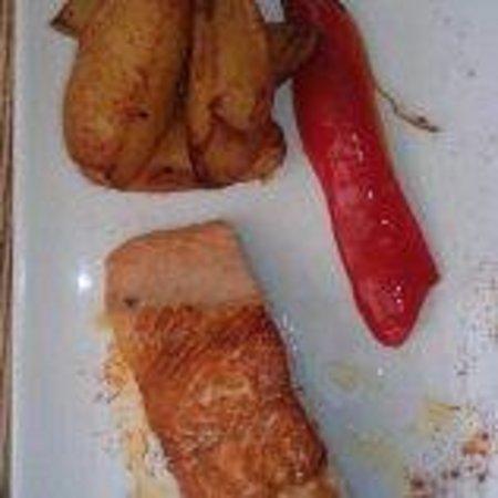 Le Saint Roch: Grilled salmon