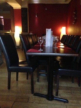 The Parrot Bar and Grill: Dining area