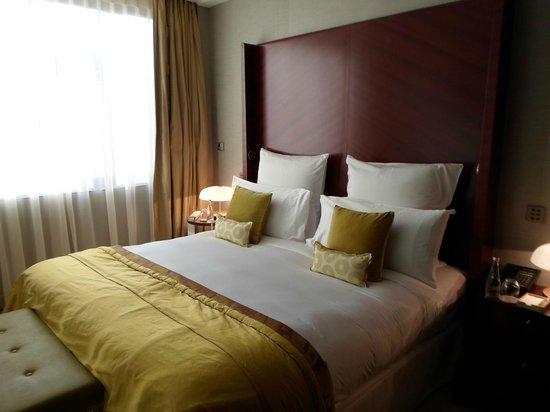 Mandarin Oriental, Paris: Bedroom in Junior Suite