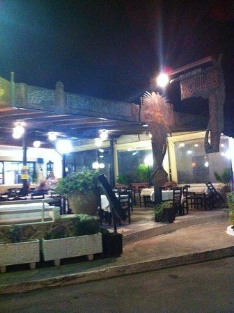 Roulas Restaurant: Esterni