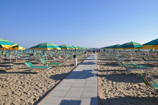 Rivabella, Italy: La spiaggia del Bagno 10 Vatikaki