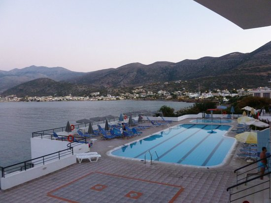 Horizon Beach Hotel: view of pool from snack bar
