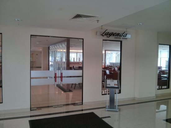 TH Hotel & Convention Centre Terengganu: Coffee house, Breakfast served here