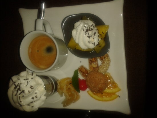Pessac, France: cafe gourmand