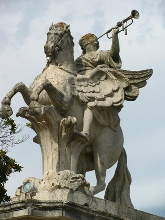 National Palace of Queluz: statue