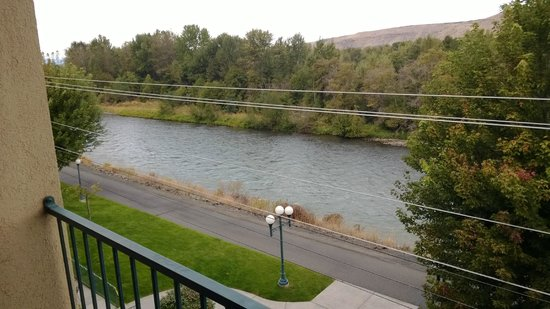 Oxford Suites Yakima: The Yakima River view from a fourth floor room.