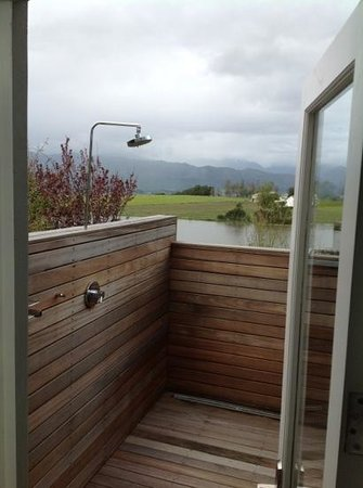 Angala Boutique Hotel and Guest House: outdoor shower