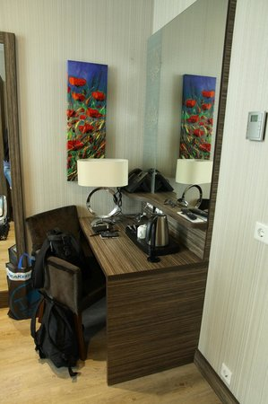 Grand Hotel Downtown: desk double room