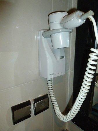 Oscar Hotel: The hair dryer