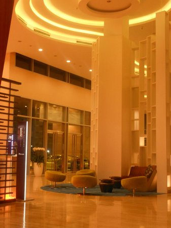 Grand Mercure Danang: Huge massive lobby (have a bar in the corner) so enjoy ur drink :)
