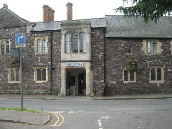 The Priory Hotel & Restaurant: Lovely building not fully realised as a hotel