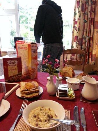Karaun House: Hervorragendes Morgenessen - Für mich glutenfreies selbstgemachtes Brot :)
