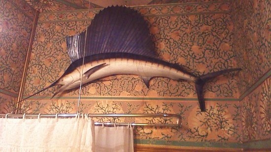 Chateau Tivoli Bed & Breakfast: Barthroom decoration