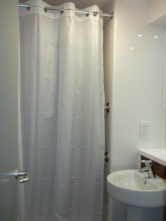 Travelodge London Balham: Bathroom