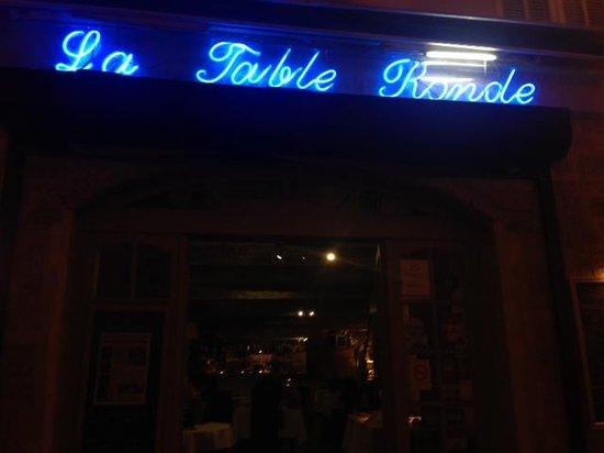 La Table Ronde : Outside seating.