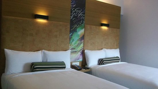 Aloft Ahmedabad SG Road: twin room
