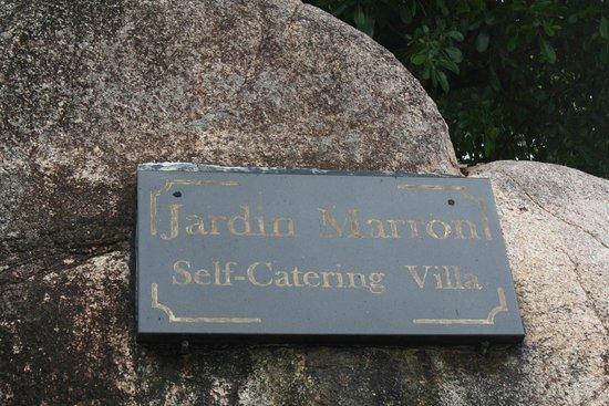 Jardin Marron: a signboard