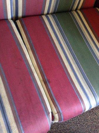 La Quinta Inn & Suites Spokane North: stained sofa room 204