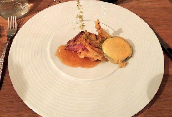La Buissonniere: Filet mignon de veau au caramel de bière et légumes....