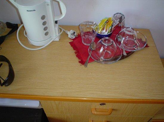 Hotel Tridentum: bollitore, caffè, te