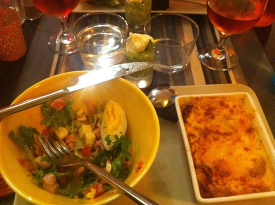 La Cocotte : Salad, herb shooter, brownie and the petite casserole of chicken and vegetables.