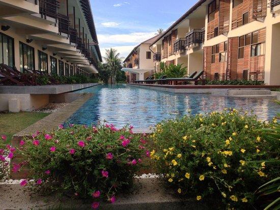 Centra by Centara Coconut Beach Resort Samui: Pool