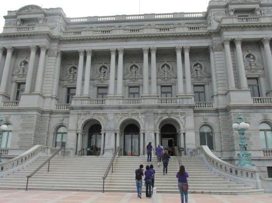 ห้องสมุดคองเกรส: Front of Building